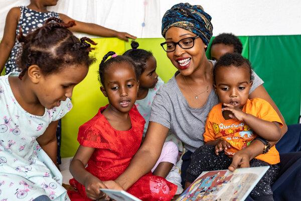 Schenk mir eine Geschichte in Somalisch